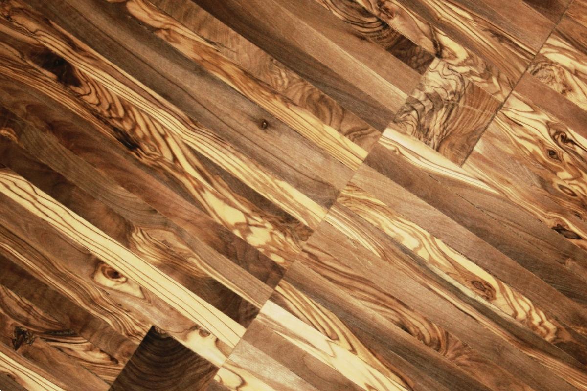 Parquet de madera de olivo for La veta de la madera
