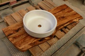 lavabo sobre encimera de olivo