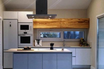 armario de olivato pared de cocina